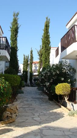 "Akti Beach Village Resort: ""ruelle"" de l'hôtel"