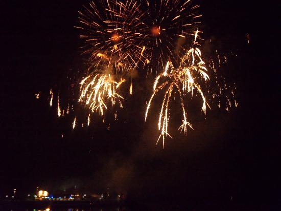 The Chocolate Box Hotel: Fireworks off Pier (every Friday at 10pm in Aug)