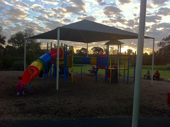 Thorndon Park : Kids play equipment