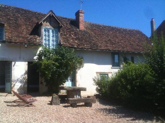 Domaine De Varenne: La maison nichée dans la verdure