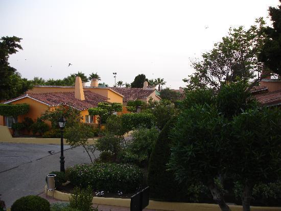 Marbella Playa Hotel: Vista de las casitas habitaciones