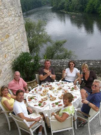 Chateau de la Treyne: all the friends eating on the terrace