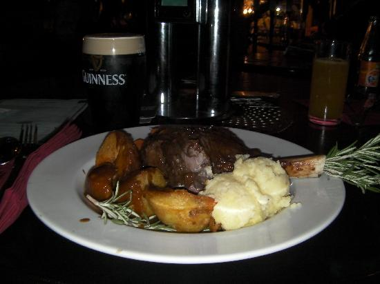 O'Neill's Bar and Restaurant : Lamb shank with roast potato