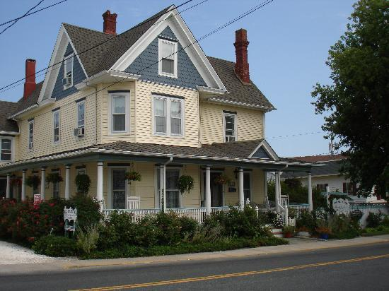 Miss Molly's Inn Bed & Breakfast: Inn to transport you back in time