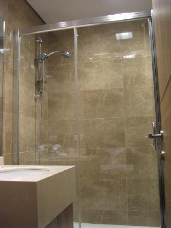 La Maison De Hamra: Shower