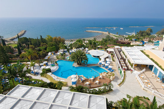 Mediterranean Beach Hotel: Cascading Outdoor Swimming Pool