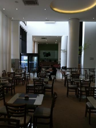 Holiday Inn Cuiaba: lobby and restaurant