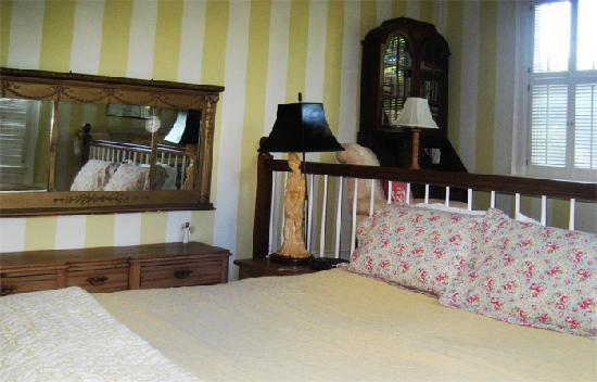 Lionel Champlin Guest House: Captains Room with queen bed, private bath, water view