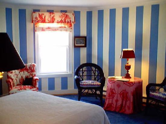 Lionel Champlin Guest House: Blue Room with queen bed & private bath