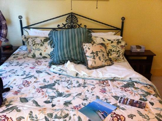 Inn at Grey Gables: The Rose Room Bed after turn down