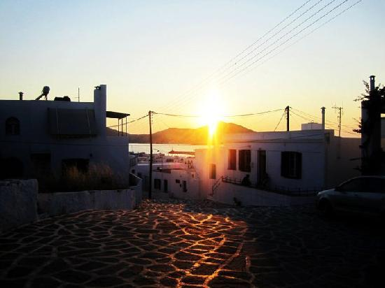 Young Inn Paros: sunset
