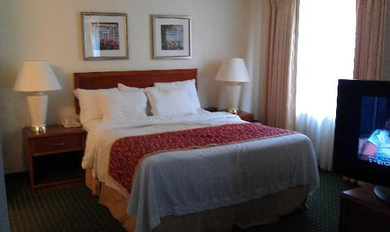 Residence Inn Baltimore BWI Airport: Bed