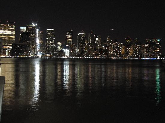 Hyatt Regency Jersey City: Magnificent view from hotel at night