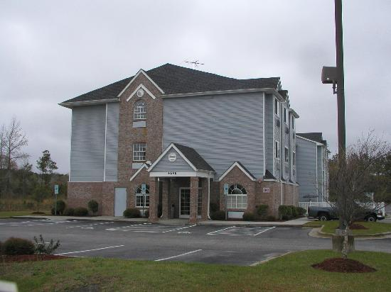 Econo Lodge Inn & Suites: Arriving at the Hotel