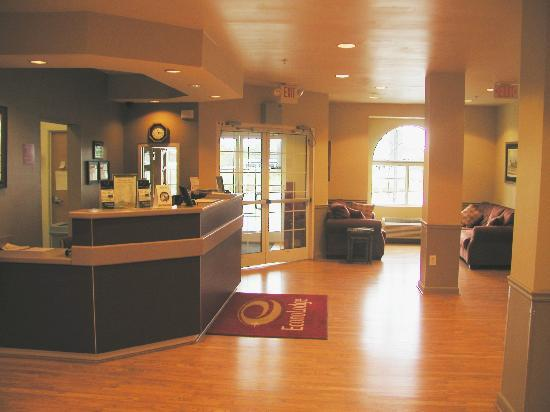 Econo Lodge Inn & Suites: The Lobby!