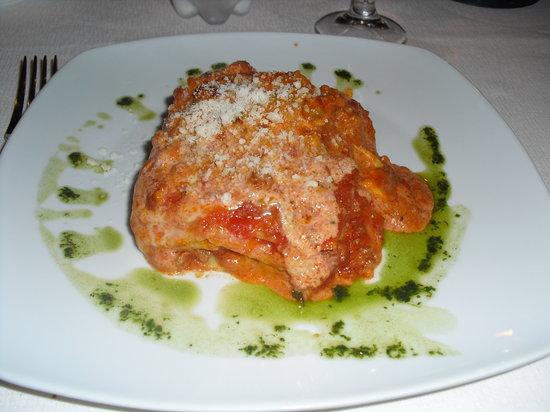 Shelter Ristorante and Pizzeria: La lasagna, un piatto unico!