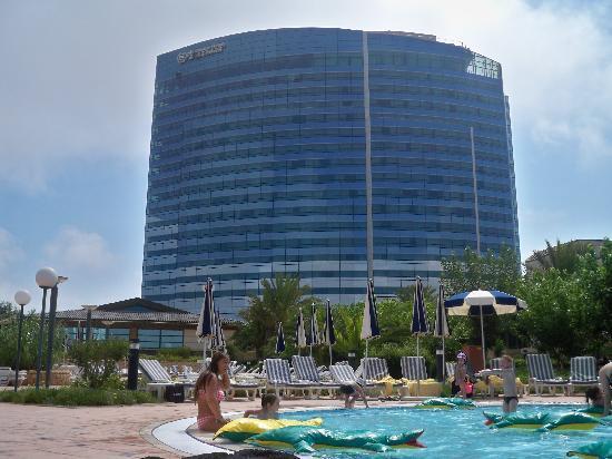 Sheraton Oran Hotel : pataugeoire vue sur l'hotel