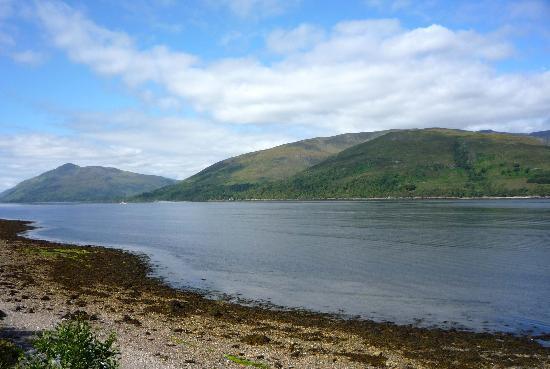 Clan Macduff Hotel: Loch view