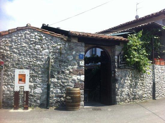 Casa Poli: desde la calle
