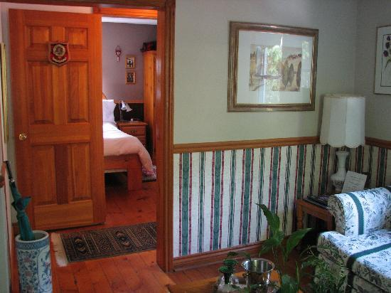 KIA Ora Bed and Breakfast: View of interior of MacGregor Suite