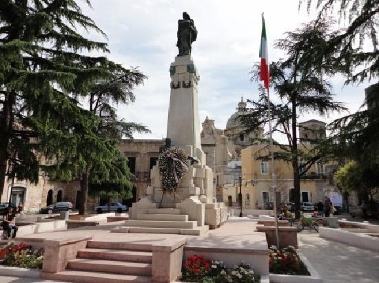 Piazza Monumento, Francavilla fontana