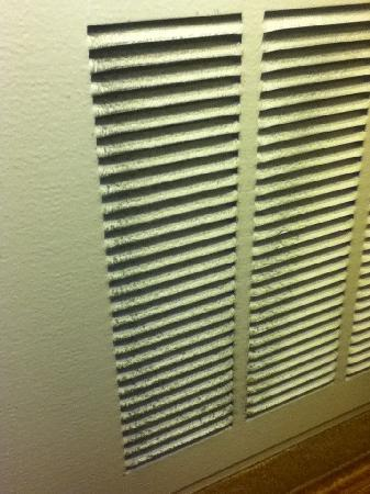 Residence Inn Chicago Schaumburg: Dirty air vent
