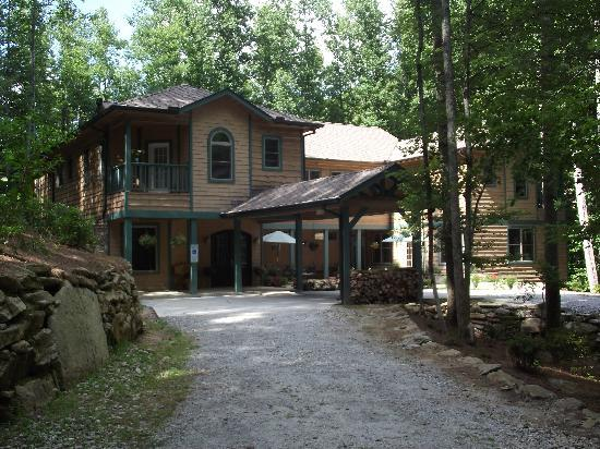 Mountain Laurel Rest: Front of the Inn