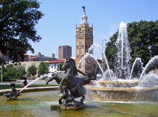 KC Fountains: One of many Plaza Fountains