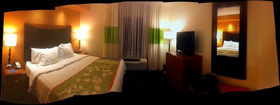 Fairfield Inn & Suites by Marriott St. Augustine I-95: Bedroom area Pano