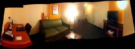 Fairfield Inn & Suites by Marriott St. Augustine I-95: Living Room area Pano
