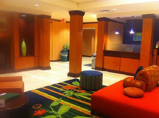 Fairfield Inn & Suites by Marriott St. Augustine I-95: Colorful Lobby