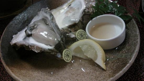 Jubei: 別注の岩牡蠣 ちゃんと鑑札が付いてます