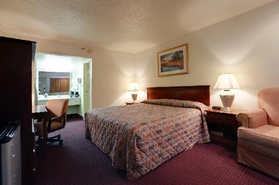 Americas Best Value Inn Oklahoma City/I-35 South: King size room