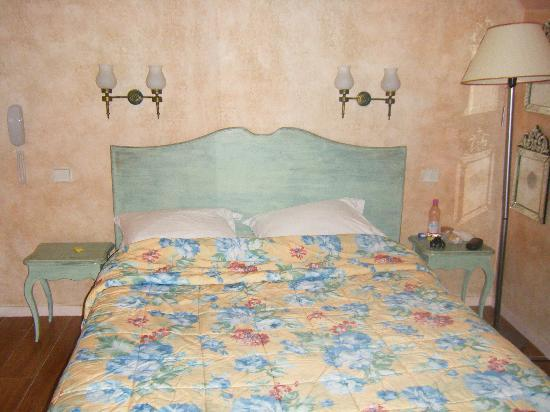 Hotel Jeanne d'Arc: Our room, no. 62