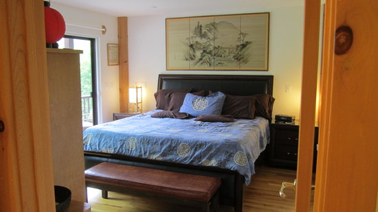 Berkshires Shirakaba Guest House : Matsu No Ma - Pine Suite has king size Tempur-pedic bed