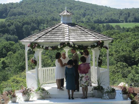 Berkshires Shirakaba Guest House: Wedding gazebo overlooking Berkshire Hills