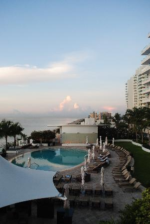 The Ritz-Carlton, Fort Lauderdale: pool - first thing in the morning