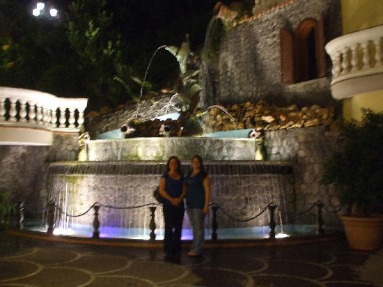 Grand Hotel Le Zagare: Waterfall in courtyard