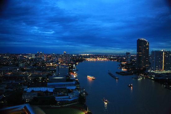 Chatrium Hotel Riverside Bangkok: balcony view
