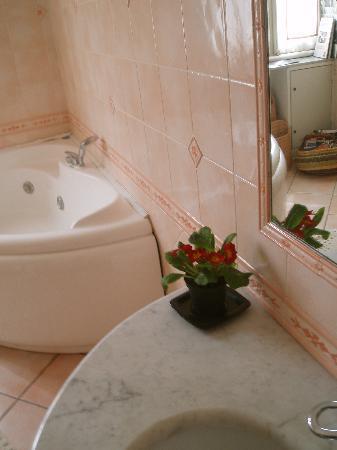 Mediterraneo Art: Bathroom
