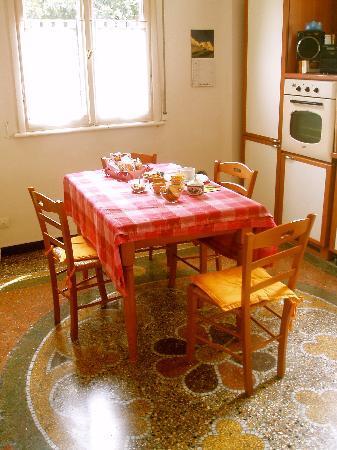 Mediterraneo Art: Kitchen