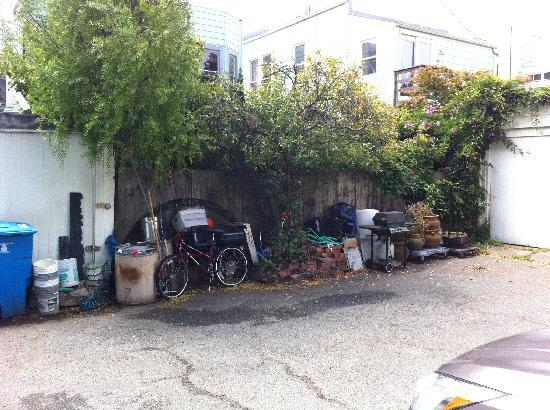 Parker Guest House : Parking