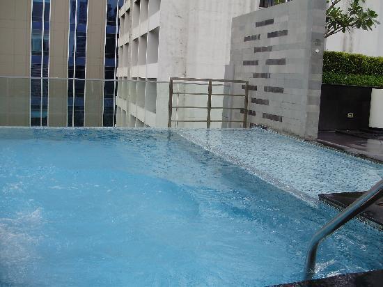 โฟร์พอยท์บายเชอราตันกรุงเทพ, สุขุมวิท 15: Pool