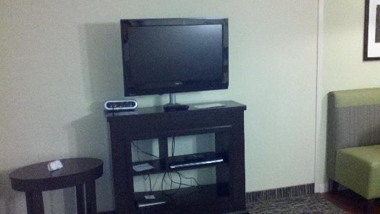 HYATT house Hartford North/Windsor: tv in living area