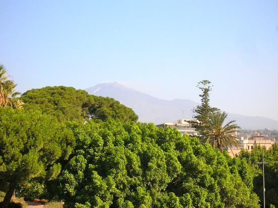 Eh13 B&B: view of Etna from balcony
