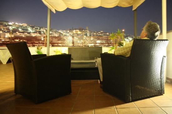 Hotel Avenida Tropical: Vistas inmejorables y música en vivo en nuestra terraza-barbacoa
