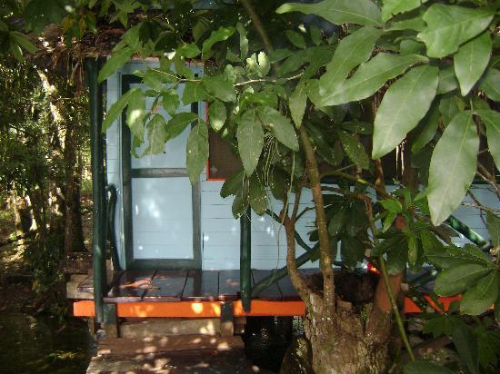 Isla Xalaja: entrance to a bungalow
