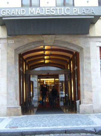 Hotel Grand Majestic Plaza Prague: entrada hotel