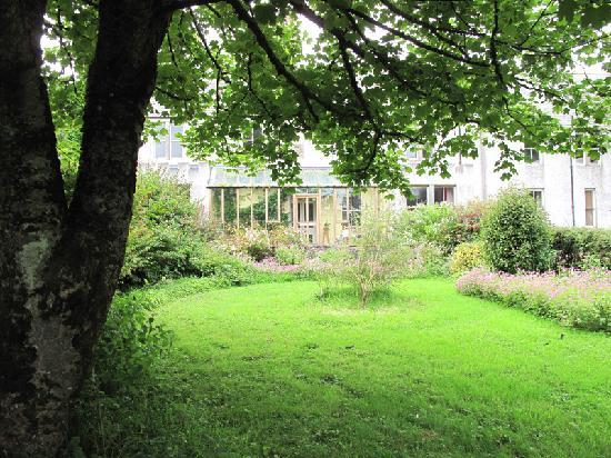 Woodwick House: It's so green and lush in the gardens