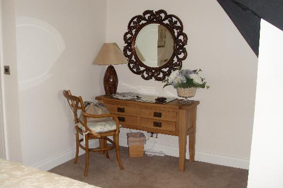 The Hare and Hounds Restaurant: Our superior bedroom3